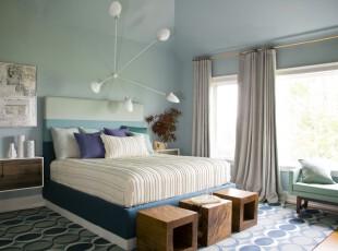 地中海风格卧室,窗帘、床套、地毯都包含着波浪弧形,给人海洋的感觉。墙面粉刷成浅绿色,让卧室更显柔和亲切。,卧室,地中海,宜家,灯具,窗帘,墙面,白色,蓝色,绿色,原木色,