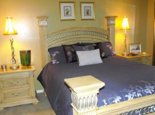 新古典主义卧室,金黄色、深紫色配合仿古家具造型将古典欧式风格明确地展示出来。,卧室,新古典,灯具,墙面,相片墙,紫色,黄色,