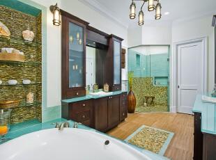 地中海风格卫生间,水晶海浪、贝壳和鹅卵石将浴室装扮成海滩的模样,身处其中,仿佛在海洋中游水一般。,卫生间,地中海,蓝色,白色,黄色,原木色,灯具,收纳,墙面,