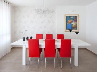 现代简约风格餐厅,红色座椅在这个素色空间里十分抢眼,以免让空旷的餐厅过于单调。,餐厅,墙面,现代,简约,小资,红色,白色,餐台,