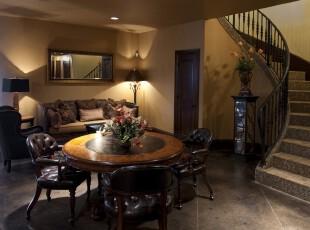 欧式餐厅,完全开放设计,与周边的家具融为一体,整个空间显得高雅、贵气。,餐厅,欧式,餐台,原木色,