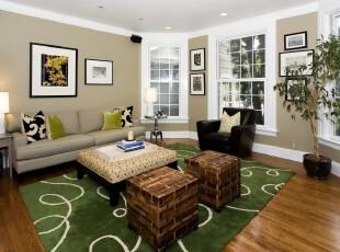 田园风格客厅,绿色地毯、藤椅、土色的墙面都是自然常见的色彩,可见主人对田园风情的喜爱程度。,客厅,田园,宜家,相片墙,墙面,原木色,春色,绿色,白色,