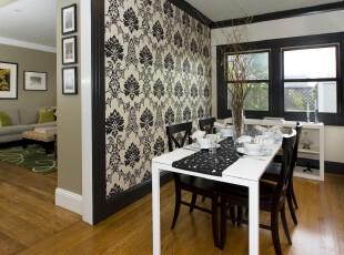 现代餐厅,纯粹的黑白搭配,墙面同样是黑白色调的花纹装饰,具有强烈的存在感。,餐厅,现代,餐台,墙面,黑白,