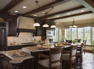 简约欧式厨房,散发着浓郁的欧洲古典气息。,厨房,简约,欧式,餐台,墙面,灯具,原木色,