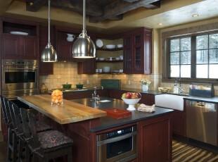 中式厨房,古朴气息浓郁。,厨房,中式,灯具,墙面,吧台,收纳,原木色,