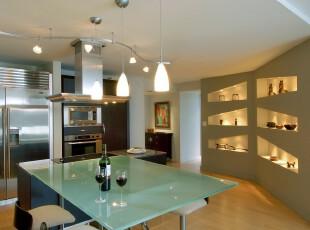 现代主义的厨房和餐厅,银色厨房和玻璃餐台富有质感和线条美,所选用的家具讲究简单实用。,厨房,餐厅,餐台,现代,墙面,收纳,灯具,绿色,黄色,