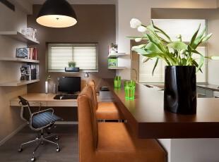 现代开放式小书房,小巧但十分整洁。,书房,现代,宜家,收纳,工作台,吧台,灯具,黄色,原木色,黑白,