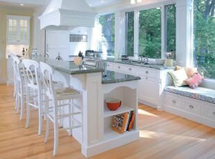 现代主义厨房餐厅,明亮、宽敞、洁净、清新。,厨房,餐厅,餐台,白色,原木色,收纳,