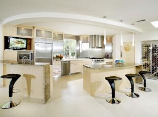 现代主义半开放式厨房,弧形的吧台正好让厨房自成一个区域空间。,厨房,吧台,现代,黄色,黑白,