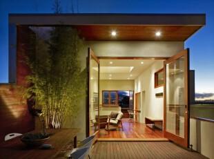 玻璃门的阳台,不仅为房间彩光,很大程度扩展了空间,阳台,现代,白色,原木色,
