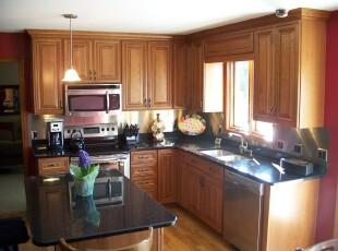 很简单的一间厨房,厨房,餐台,吧台,简约,原木色,