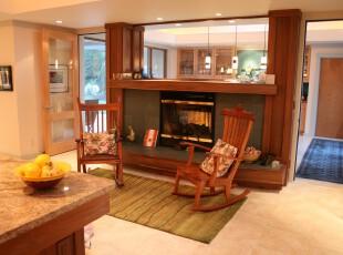 慵懒的原木色躺椅,绿色的地毯,最突出的是那个壁炉,北欧范十足,客厅,地台,欧式,原木色,