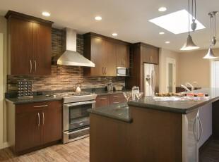 欧式现代厨房,简单得体,厨房,灯具,吧台,现代,欧式,原木色,