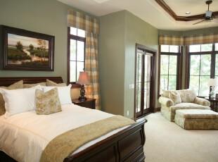 用淡淡的绿色将传统的中式卧室渲染出一抹春意,绿黄相间的格子窗帘也让整体的绿意摆脱单调,更显层次感。,卧室,中式,简约,田园,窗帘,相片墙,墙面,灯具,白色,春色,绿色,