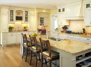 米白与淡黄,这种小清新组合也能与新式古典设计融合在一起,明亮温馨的厨房里有种淡淡的家的味道。,厨房,餐厅,简约,新古典,小资,餐台,墙面,黄色,白色,原木色,
