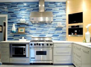 地中海风格厨房,独具特色的仿岩壁墙面设计十分抢眼。,厨房,地中海,白色,蓝色,黄色,墙面,