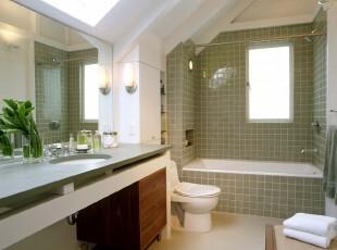 现代风格的卫生间,加入清爽的绿色元素:绿白瓷砖和浅绿色洗漱台,每日再添加一束绿色植物,一个绿意盎然的生活场所便产生了。,卫生间,现代,绿色,白色,