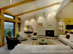 在房间一角开拓出一个现代式客厅,整体的设计十分时尚大气,而厚重的木板带来了浓郁的森林气息,让人更轻松自由。,客厅,现代,相片墙,墙面,原木色,白色,黑白,