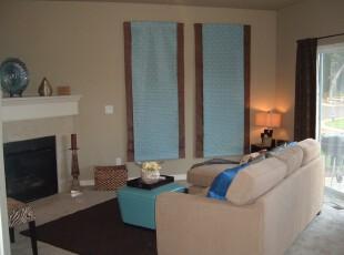 简单的小客厅,一个欧式壁炉,一份蓝色装饰挂帘就足以将客人带入小清新的氛围之中。,客厅,现代,简约,墙面,蓝色,黄色,