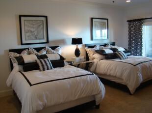 现代式的卧室,黑白交错让整体显得典雅高贵。,卧室,现代,窗帘,宜家,灯具,黑白,