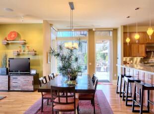现代风格餐厅,紫色地毯将这个开放式餐厅渲染出一种个性色彩,与周边的家具颜色相匹配。,餐厅,现代,田园,餐台,灯具,紫色,原木色,吧台,