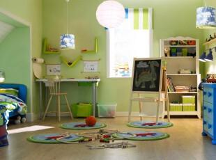 田园气息浓郁的儿童房,满室春意盎然,明快的绿色将房间渲染成一副郊游图。,儿童房,现代,田园,墙面,窗帘,灯具,绿色,春色,原木色,