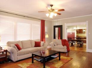 十分具有简约风格的客厅,颜色的调配颇为自然、大气。,客厅,现代,简约,墙面,窗帘,灯具,原木色,白色,红色,