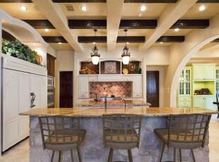欧式开放式厨房,高雅、敞亮。,厨房,欧式,吧台,墙面,餐台,灯具,白色,黄色,
