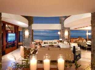 大气的地中海风格客厅,视野开阔,窗外风景尽收眼底。,客厅,地中海,灯具,白色,黄色,原木色,