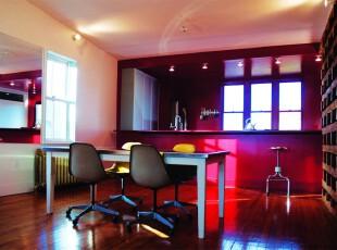 现代个性主义餐厅,大型原木酒柜和紫红色吧台给人小资酒吧的感觉。,餐厅,现代,小资,原木色,紫色,红色,餐台,墙面,吧台,