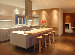现代简约厨房,开放式的空间十分宽敞、整洁、大方。暖色调让厨房充满家的温馨。,现代,简约,厨房,吧台,原木色,黄色,白色,收纳,