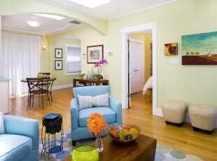 地中海风格的客厅总是那么的让人心旷神怡,犹如在蓝天下的沙滩漫步一般。,客厅,地中海,墙面,相片墙,春色,绿色,蓝色,白色,原木色,