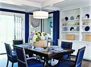 地中海风格餐厅,抢眼的宝蓝色极具质感,突显出高雅的生活品味。,餐厅,地中海,蓝色,白色,餐台,灯具,收纳,