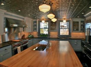 欧式厨房,典雅、大气,灰蓝色与原木色的搭配十分完美。,厨房,欧式,灯具,墙面,原木色,蓝色,