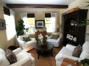 中式风格客厅,原木色的竹帘、储物柜、茶几突显了传统中式风格。,客厅,中式,窗帘,收纳,白色,原木色,黄色,