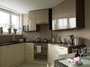 现代风格的厨房,不规则的空间造就不一样的视觉效果,简洁朴实是最直接的感受。,厨房,现代,墙面,白色,黑白,