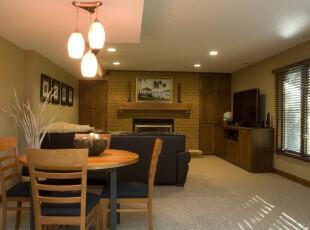 现代餐厅,开放式设计使餐厅与客厅融为一体。,现代,餐厅,灯具,相片墙,原木色,黄色,