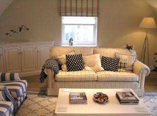 现代风格的客厅,大量的线条交错勾勒出整体十分朴素的客厅。,客厅,现代,简约,小资,窗帘,灯具,墙面,黄色,白色,蓝色,