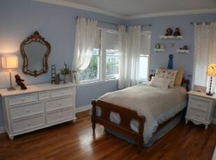地中海风格卧室,有种淡雅的浪漫。,卧室,地中海,蓝色,白色,原木色,墙面,窗帘,灯具,