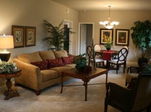 现代风格客厅,常见的沙发家具和几株绿色植物将小家的温馨充分展示出来。,现代,客厅,宜家,相片墙,灯具,原木色,黄色,
