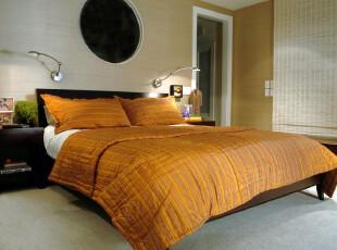 中式卧室,竹帘和床单颇显古风。墙面开拓出一个圆孔,独具特色。,卧室,中式,原木色,黄色,春色,墙面,窗帘,