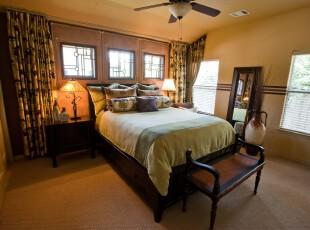 传统中式风格卧室,用简约的形式将传统元素体现出来,既有古风又不显沉闷。,卧室,中式,窗帘,墙面,灯具,原木色,绿色,黄色,