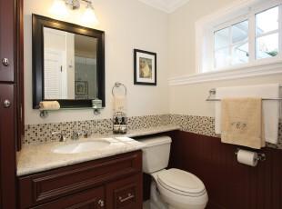 中式卫生间,小窗户的设计让卫生间更加明亮。,卫生间,中式,白色,原木色,灯具,