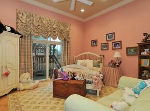简约欧式儿童房,丰富的色彩将宽阔的空间完全包裹起来,使得儿童房不会太过空旷。,儿童房,简约,欧式,相片墙,墙面,窗帘,收纳,粉色,黄色,白色,绿色,春色,
