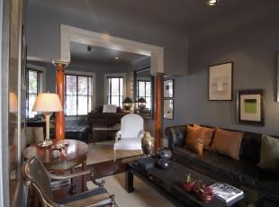 新古典风格客厅,淡雅的紫色十分有格调,特殊结构的墙面设计让两室明显区分开来,摆放几把欧式座椅,一下子便有了复古的感觉。,客厅,新古典,灯具,墙面,相片墙,紫色,黑白,白色,