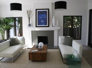 现代简约风格客厅,以黑白为主色调,渲染出简约之美,利用少量的绿色植物将客厅的格调活跃起来。,客厅,现代,简约,灯具,墙面,白色,黑白,原木色,