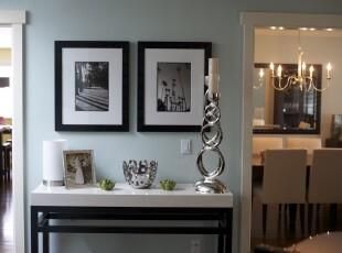 现代风格过道,相片墙和银色物件体现出一种小资的生活格调。,过道,现代,相片墙,白色,黑白,
