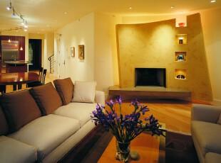 现代典雅小客厅,简单的装饰并不显得单调,在淡淡的黄色灯光笼罩下能够感受到家的温馨。,客厅,现代,墙面,原木色,黄色,白色,