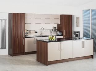 简约主义厨房,橱柜整洁统一。只需要白色和原木两种主色调,既不单调又不繁琐。,厨房,现代,简约,白色,原木色,
