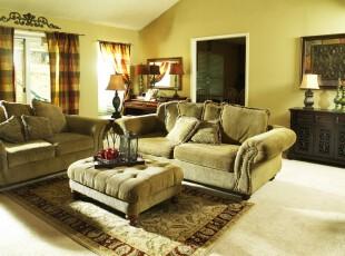 新古典客厅,淡黄色的应用冲刷掉了古典家具的高贵奢华,使客厅的色调十分温暖。,客厅,墙面,灯具,窗帘,新古典,黄色,